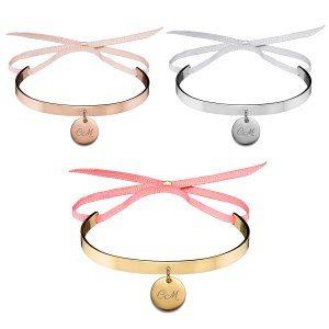 Armband med graverad hänge