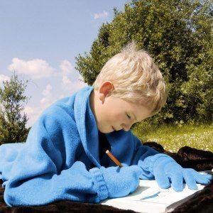 Barnfilt med med ärmar