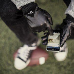 För honom: smartphonehandskar med namn