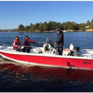 Halvdagsfiske från stor båt i grupp - Stockholm