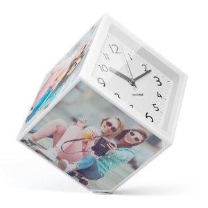Roterande fotokub med klocka