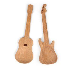 Salladsbestick i gitarrmotiv
