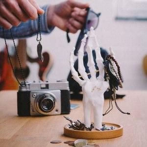 Skeletthand - Smyckeshållare