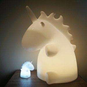Stor, mysig enhörningslampa