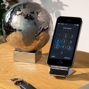 Vacker smartphonehållare med gravyr