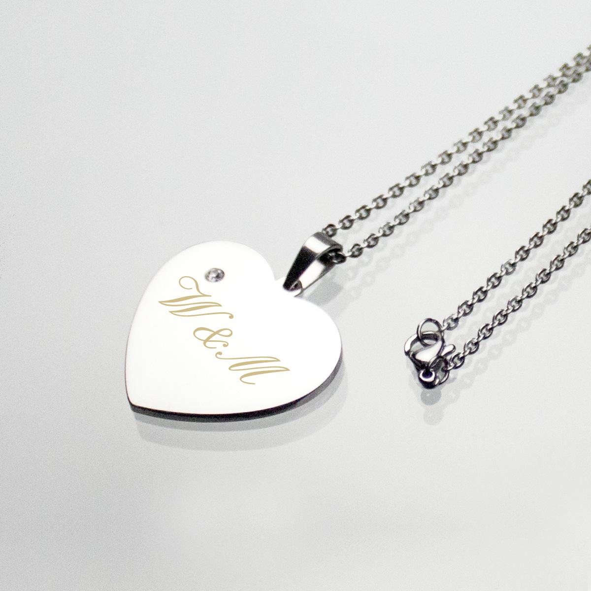 Halsband med silverhjärta och ädelsten